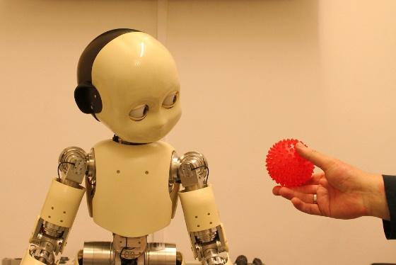 iCub - роботът